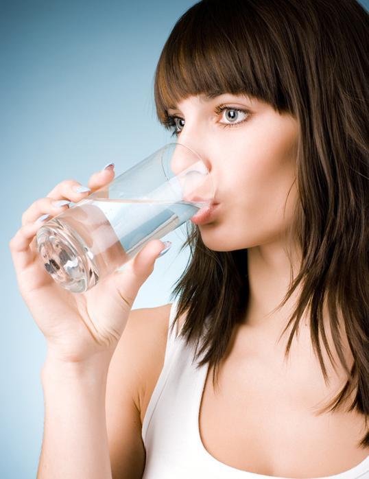 早晨起来喝多少水好_早晨起床喝蜂蜜水好吗_蜂蜜水早晨喝好吗