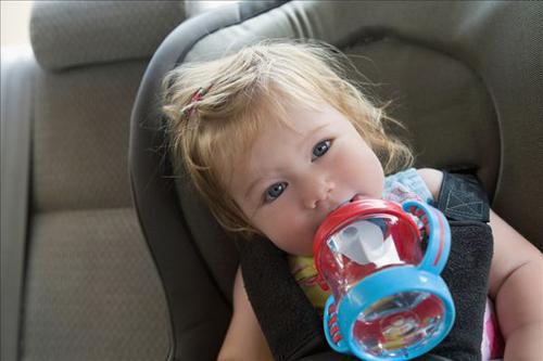 夏天宝宝不爱喝水的危害图片